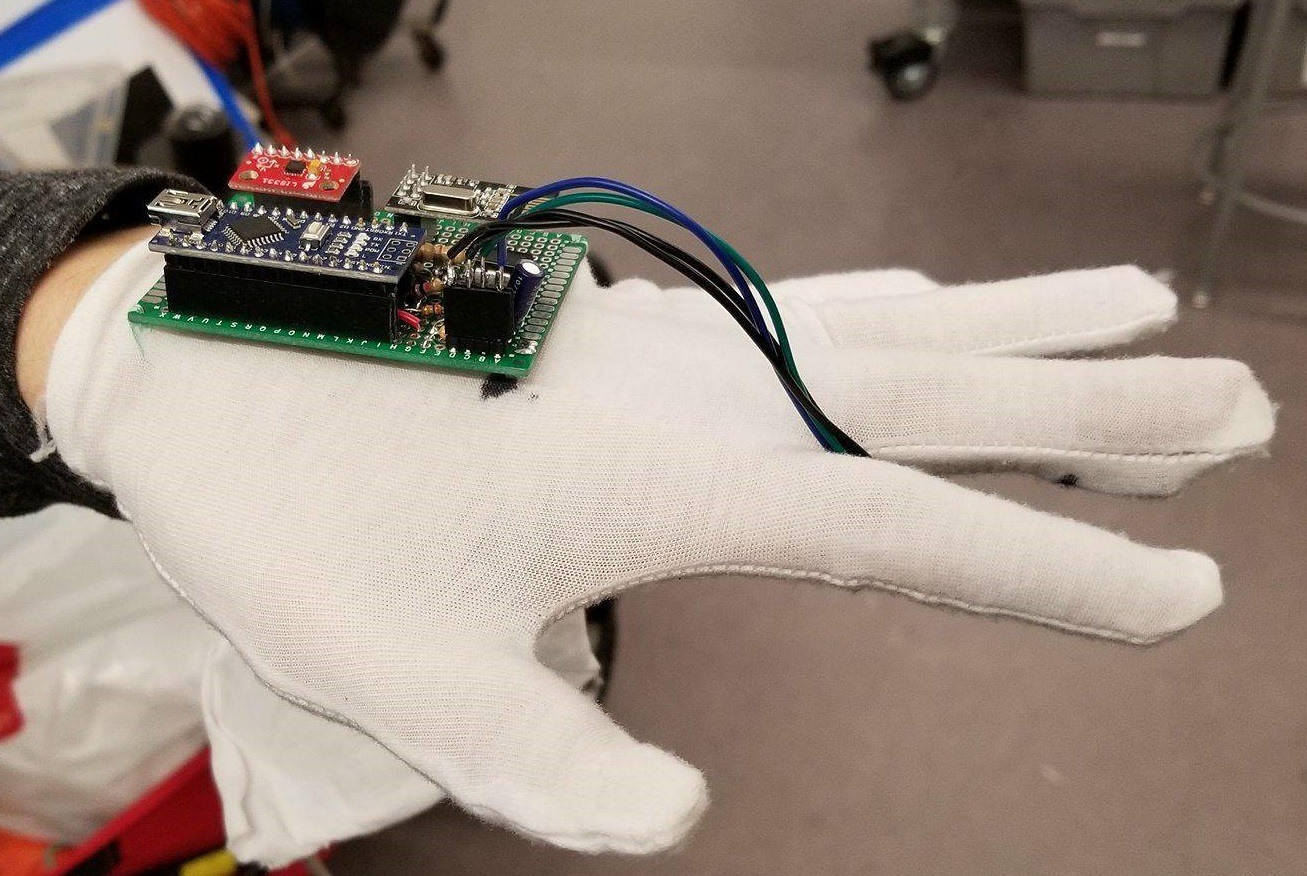Ece 4760 Final Project Heart Rate Sensor With Processor Circuit Homemade Projects The Heartbeat Is Mounted Inside Index Finger In Glove So That It Slips On Users When They Wear
